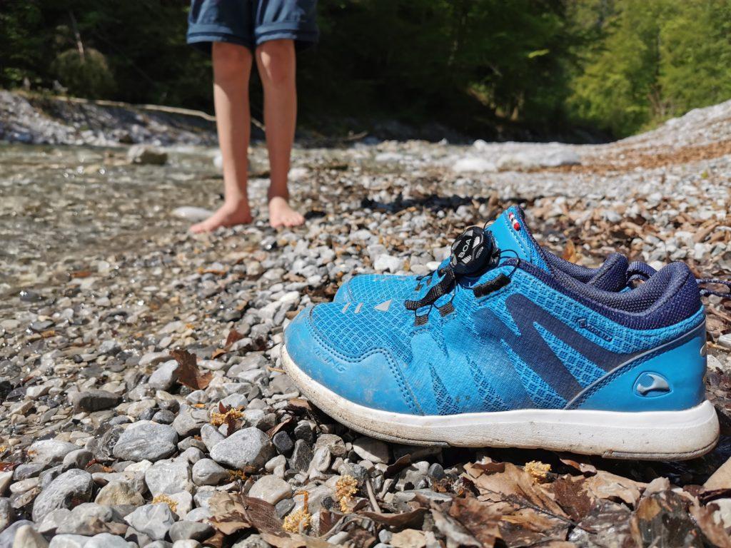 Viking Wanderschuhe + Kuhflucht Wasserfälle - gut zum Wandern mit Kindern. Danach gings ins Wasser, ohne Schuhe :-)