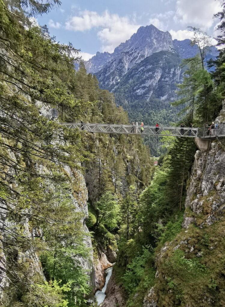 Wasserfälle Bayern von oben sehen? Garantiert eindrucksvoll in der Leutaschklamm